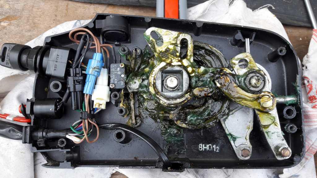Les forums inversion sens de marche commande mercury 1 2 for Yamaha 703 remote control assembly